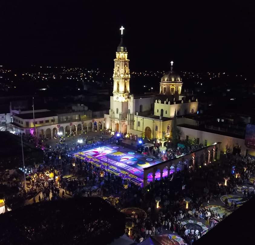 Traspasa fronteras La Octava Noche en Uriangato